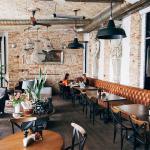 Идеальное место для свидания в гастрономическом кафе Тарелка