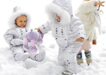 На что обратить внимание при выборе зимнего комбинезона для ребенка