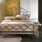 Кровати с ковкой - практичное украшение интерьера