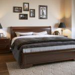 Деревянная кровать для экологически чистой спальни