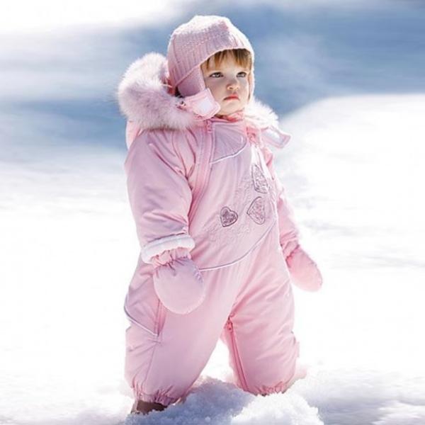 Комбинезон – лучшая зимняя одежда для ребеночка