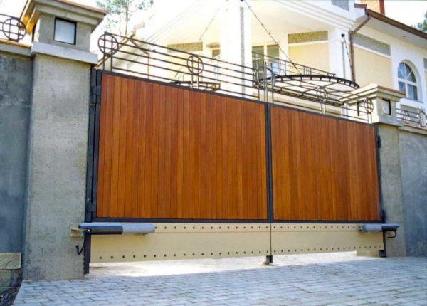 Как усилить распашные ворота?
